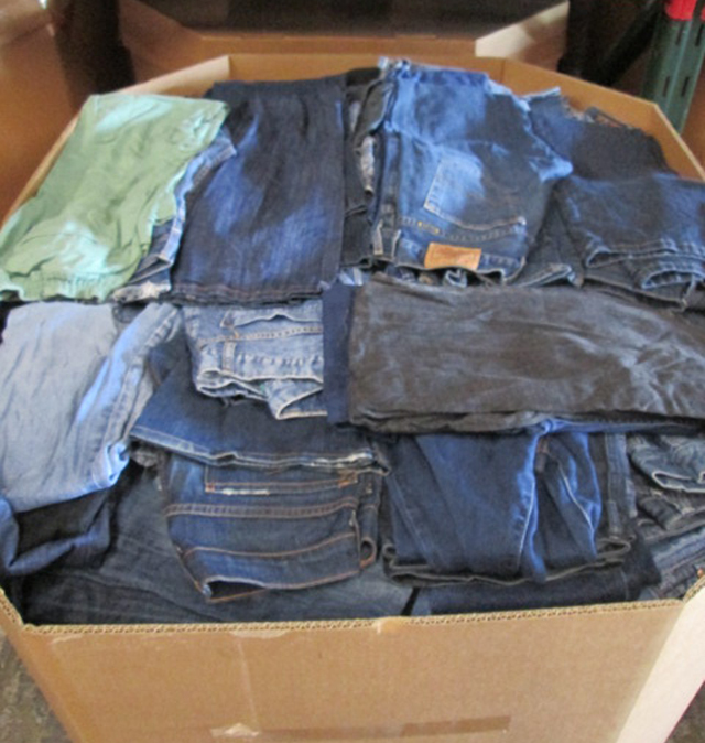 additional/WholesaleCheapDenimJeans.JPG